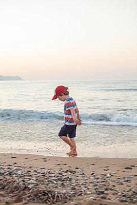 Strandspaziergang - p454m2044139 von Lubitz + Dorner