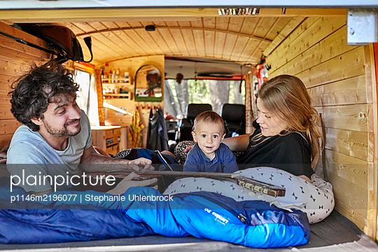 Familienurlaub mit dem Wohnmobil - p1146m2196077 von Stephanie Uhlenbrock