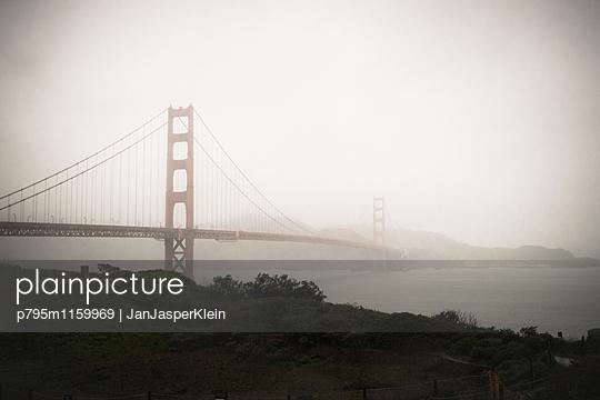 Golden Gate Bridge - p795m1159969 von Janklein