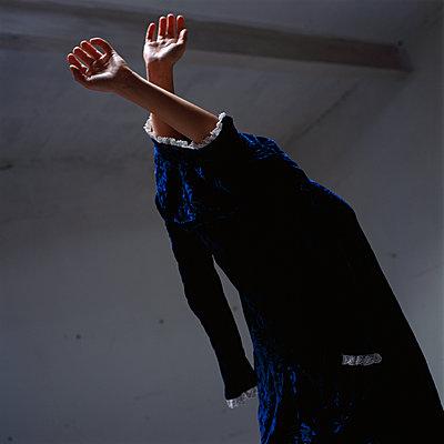 Gefangen im Kleid - p1550m2127161 von Kumi Oguro