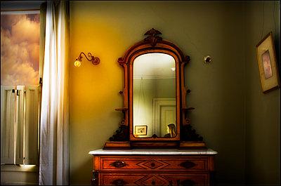 Mädchen im Spiegel - p1693m2291270 von Fran Forman