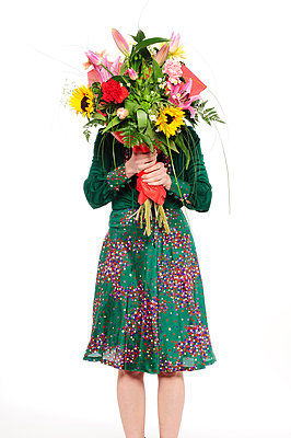 Woman holding giant bunch of flowers - p1190m2288991 by Sarah Eick