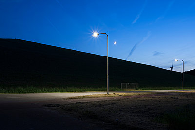 Illuminated lamp post at night, Terneuzen, Zeeland, Netherlands, Europe - p924m1480477 by Mischa Keijser