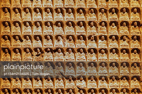 Buddhas - p1154m2134925 von Tom Hogan