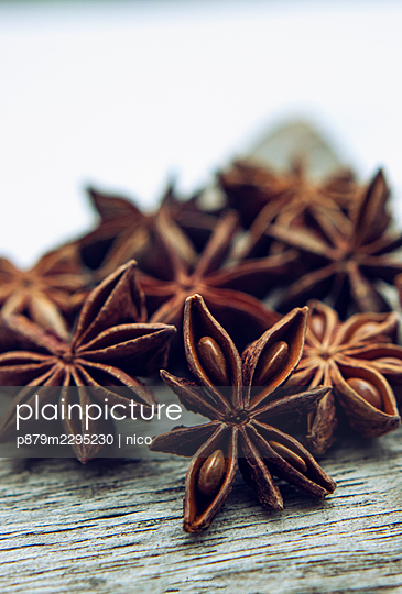 Star anise - p879m2295230 by nico