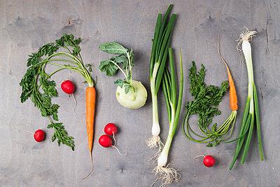 Various vegetables on wood - p300m1460312 by Mandy Reschke