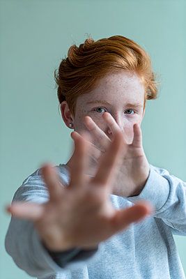 Red-haired girl - p427m2076171 by Ralf Mohr