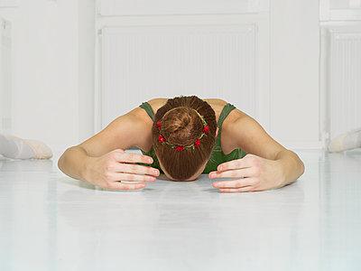 Liegende Ballerina - p1376m1585982 von Melanie Haberkorn