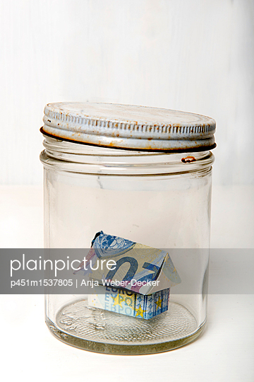 20 Euro Haus im Einmachglas - p451m1537805 von Anja Weber-Decker