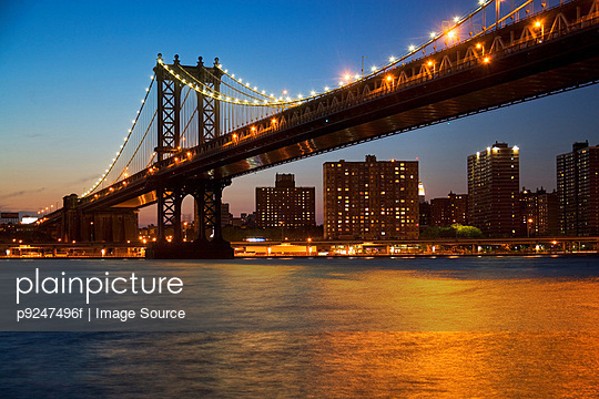 Manhattan bridge - p9247496f by Image Source