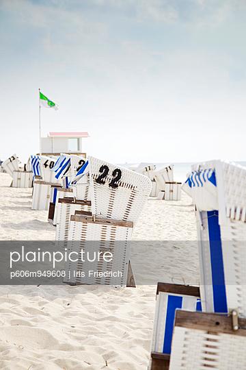 Strandkörbe - p606m949608 von Iris Friedrich