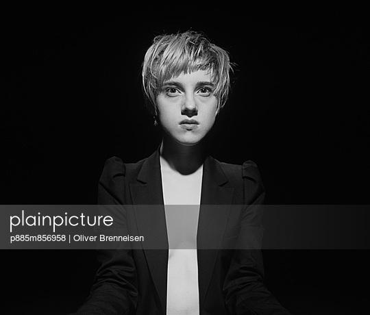 Portrait - p885m856958 by Oliver Brenneisen