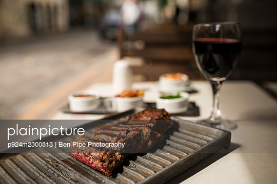 Argentina, Buenos Aires, Steak meal at traditional parrillia - p924m2300813 by Ben Pipe Photography