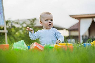 Surprised baby in the garden - p301m744249f by Vladimir Godnik