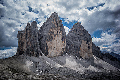 Felsformation in den Dolomiten - p741m2077002 von Christof Mattes