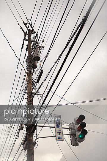Kabelgewirr - p795m1159937 von Janklein