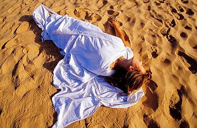 In der Wüste schlafen - p2200121 von Kai Jabs