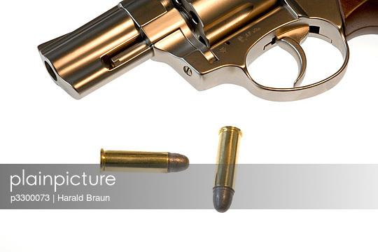 Revolver mit Patronen - p3300073 von Harald Braun