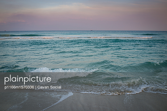 p1166m1570336 von Cavan Social