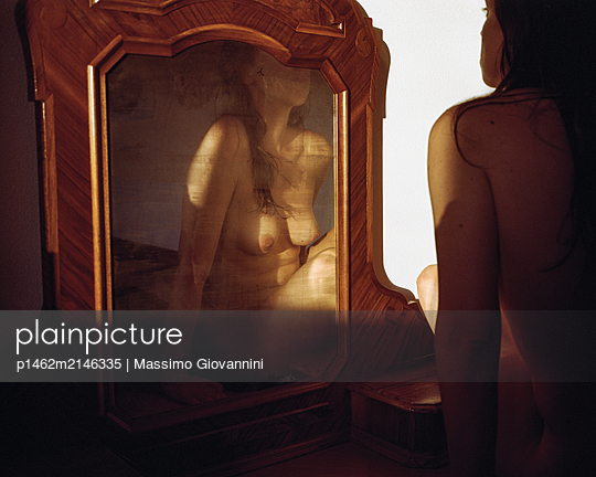 Naked woman in the mirror - p1462m2146335 by Massimo Giovannini