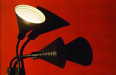 Reading lamp against red wall - p1418m1571474 by Jan Håkan Dahlström