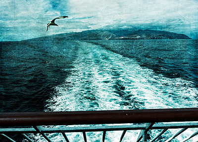 Wake of a ship - p1684m2272107 by Klaus Ohlenschlaeger