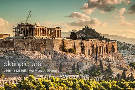 Greece;  Central Greece and Euboea;  Attica;  Athens;  Acropolis;  The Acropolis at sunrise - p566m1426165 by Mel Manser/4Corners