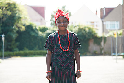 Portrait confident boy in traditional African clothing - p1023m2238500 by Himalayan Pics