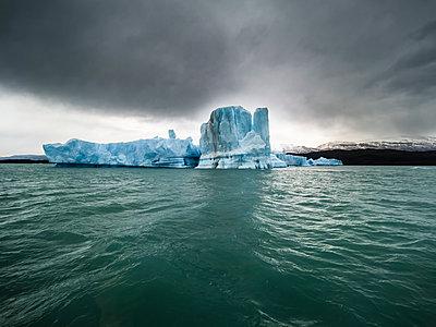 Argentina, Patagonia, El Calafate, Puerto Bandera, Lago Argentino, Parque Nacional Los Glaciares, Estancia Cristina, broken iceberg - p300m1563002 by Martin Moxter