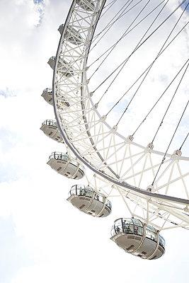 Menschen im London Eye - p606m938043 von Iris Friedrich