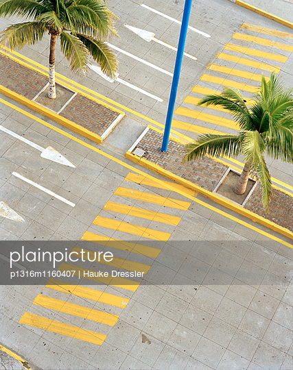 Blick auf Fussgängerüberweg an der Promenade Playa Villa del Mar, Veracruz, Provinz Veracruz, Mexiko, Amerika - p1316m1160407 von Hauke Dressler
