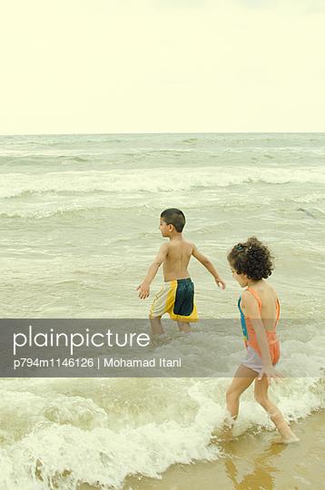 Badende Kinder - p794m1146126 von Mohamad Itani