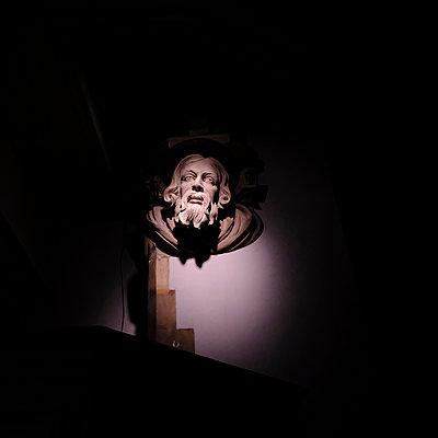 Statue of saint in a church - p1105m2086537 by Virginie Plauchut