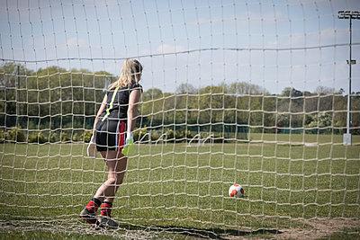 Woman playing soccer on field - p1315m1484429 by Wavebreak