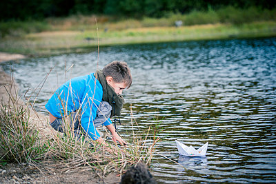 Es schwimmt! - p829m949328 von Régis Domergue