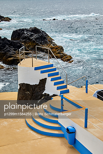 Schwimmbad an der Küste - p1299m1584255 von Boris Schmalenberger