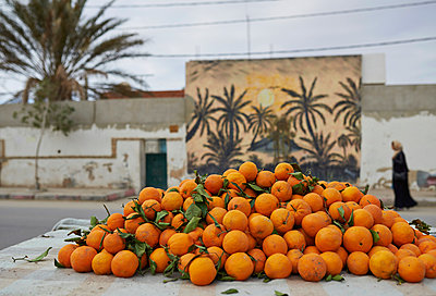 Oranges, Tunesia - p390m1011462 by Frank Herfort