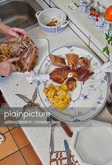 Woman preparing the christmas dinner - p250m2260913 by Christian Diehl
