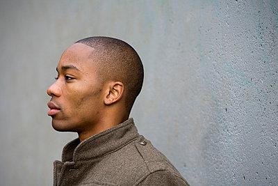 Portrait of man, African ethnicity. - p1424m1501072 by Brian Stevenson