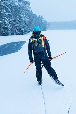 Man long-distance skating - p312m1103731f by Hans Berggren