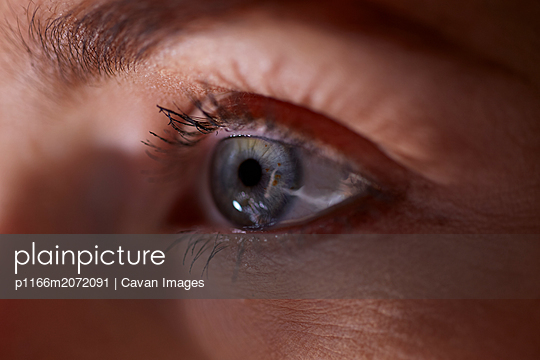 Close up of a female blue eye staring - p1166m2072091 by Cavan Images