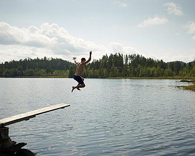 Sprung in den See - p1124m933486 von Willing-Holtz