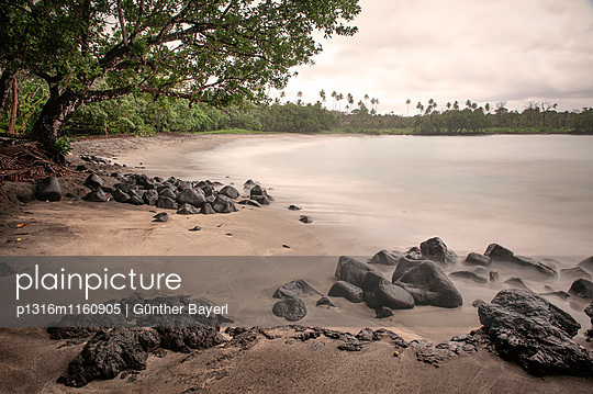 Schwarz sandiger Strand, nahe Apia, Upolu, West Samoa, Südpazifische Inseln, Südsee - p1316m1160905 von Günther Bayerl