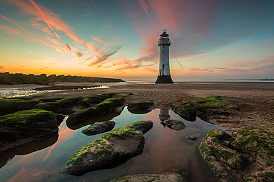 Perch Rock Lighthouse at sunset, New Brighton, Cheshire, England, UK - p871m2078807 by Ed Rhodes