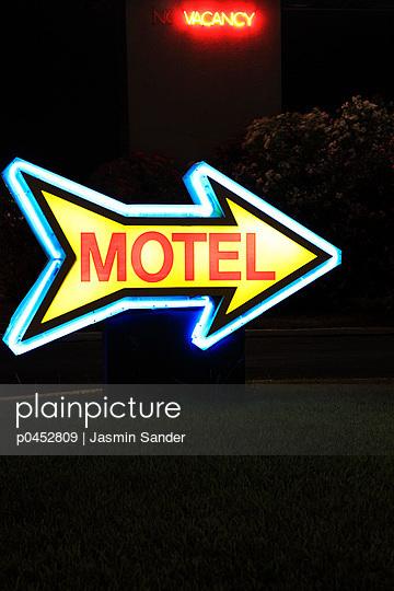 Motel sign - p0452809 by Jasmin Sander