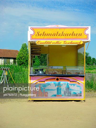Schmalzkuchen Verkaufsstand - p9792972 von Rueggeberg
