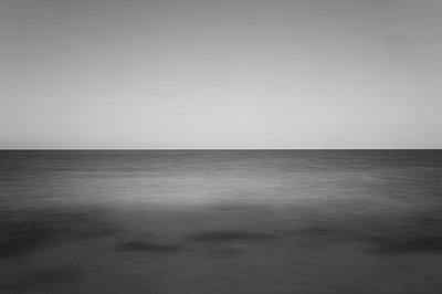 Atlantik bei Langzeitbelichtung III - p1079m856419 von Ulrich Mertens