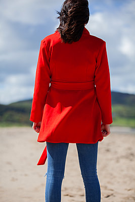 Rearview of a woman wearing a red coat - p1690m2283744 by Marie Carr