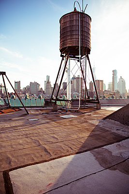 Wassertank in New York - p432m1172406 von mia takahara
