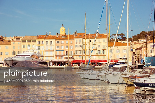 Yachthafen von Saint-Tropez - p432m2021232 von mia takahara